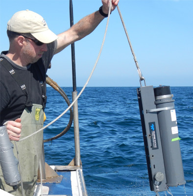 ASF's Graham Chafe pulls up a sonic receiver in the Baie des Chaleurs in late June 2012 (ASF photo)